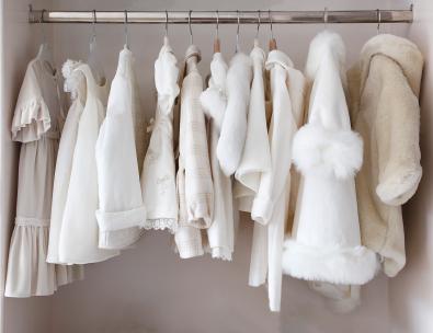 Vita babykläder